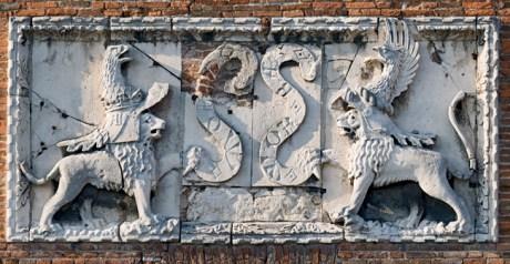 Altorilievo del WOR.BAS. Secolo XIV Torre dei Leoni Catsello Estense Ferrara