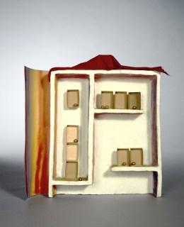 Fausto Melotti, L'arcobaleno in casa, 1978, terracotta dipinta, carta dipinta, tessuto e ottone, cm 42.5x41.5x9, Collezione privata © Archivio Melotti, Milano