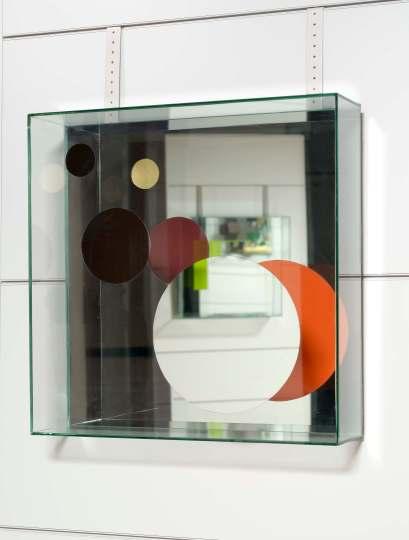 Chiara Dynys, Look at You (2), 2013, vetro, specchio, argento e colore, 60x60x18 cm Courtesy Spazioborgogno, Milano Foto Paolo Vandrash