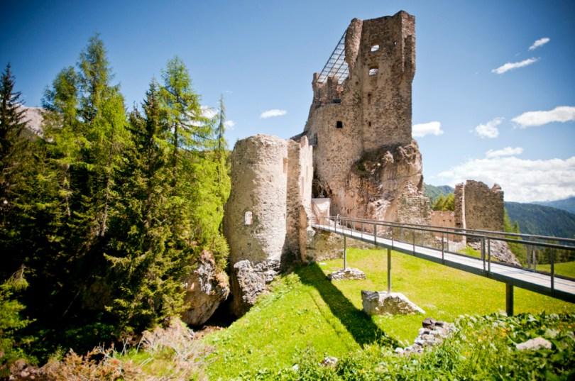 Et un'oseliera et non vi è, il Castello di Andraz location della mostra