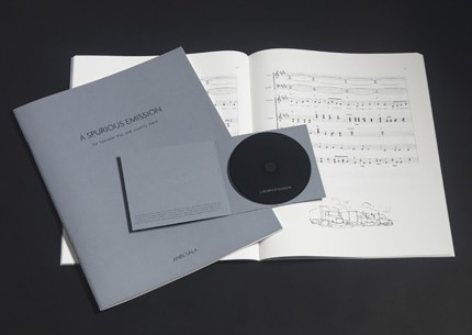 Anri Sala, A Spurious Emission for baroque trio and country band - 2007 libretto, audio-CD, saldato in plastica Score, numerato e firmato, compact disc ed. 52/80. Frammenti di un discorso amoroso