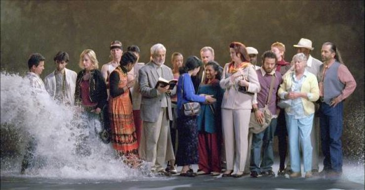 Bill Viola, The Raft, May 2004, video/sound installation room dimensions: 9x7x4 meters, color high-definition video projection on wall (396.2x223 cm) in darkened space; surround sound system Performers: Sheryl Arenson, Robin Bonaccorsi, Rocky Capella, Cathy Chang, Liisa Cohen, Tad Coughenour, Tom Ficke, James Ford, Michael Irby, Simon Karimian, John Kim, Tanya Little, Mike Martinez, Petro Martirosian, Jeff Mosley, Gladys Peters, Maria Victoria, Kaye Wade, Kim Weild, Ellis Williams Foto Kira Perov