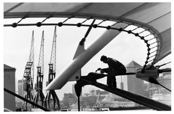 G. Berengo Gardin, Lavori di recupero del porto antico di Genova, 1988 © 2014 Gianni Berengo Gardin/Contrasto