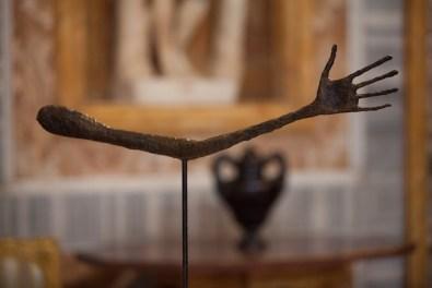 Giacometti. La Scultura, Galleria Borghese, Roma - Alberto Giacometti, La main, 1947, bronzo, fuso tra il 1947 e il 1949, Alexis Rudier Fondeur, cm. 57 x 72 x 3,5, Alberto Giacometti-Stiftung, Zurich