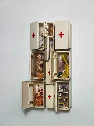 Bertozzi & Casoni, Composizione no.15 (cassettiera pronto soccorso), 2009, ceramica smaltata, 92.5x44x18 cm Courtesy Sperone Westwater