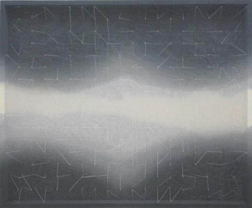 Emanuela Fiorelli, Variazioni in buio e luce, 2014, filo di cotone, tarlatana tinta e plexiglass, 92x111x11 cm