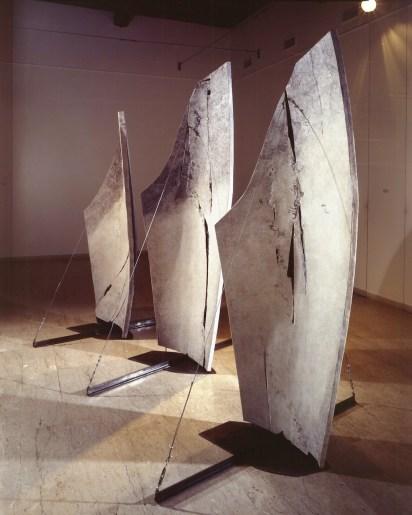 Gabriella Benedini, Memorie del vento, 2004, sculture polimateriche, 240x60x166 cm, 230x50x156 cm e 220x60x146 cm
