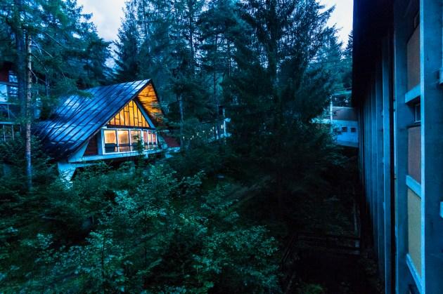 progettoborca, la prima capanna-atelier riaccesa nel villaggio eni da progettoborca, Foto Giacomo De Donà