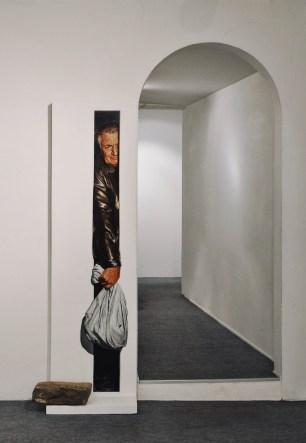 1.Matteo Tenardi; Traslochi; 2014; olio e tempera su tavola sagomata e pietra; cm. 200x50; foto di Giulia Squillace
