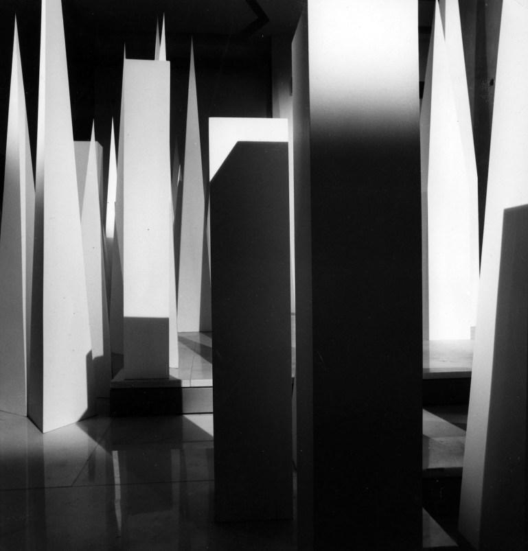 """Installazione con obelischi alla mostra """"Espressione di Gio Ponti"""" all'UCLA di Los Angeles '67 @ Gio Ponti Archives"""