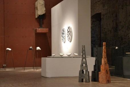 BACC   Biennale d'Arte Ceramica Contemporanea. La Ceramica Altrove. Edizione 2014 veduta degli allestimenti, Scuderie Aldobrandini di Frascati, Roma, in primo piano MARA VAN WEES