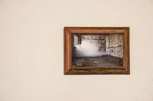 Massimiliano Pelletti_Untitled, 2015. Stampa cromogenica su carta e cornice antica. Cm 40x26. Photo Andrea Delussu