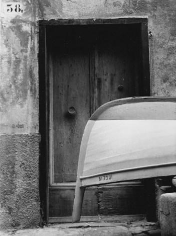 Eugenio Carmi, Dettaglio di un muro a Boccadasse, 1963, fotografia su carta, 23.7x17.8 cm