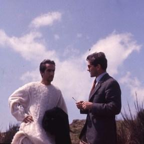 """Enrique Irazoqui e Pier Paolo Pasolini sul set del film """"Il Vangelo secondo Matteo"""", 1964 © Angelo Novi/Cineteca di Bologna"""