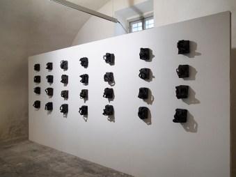 Luisa Elia, Tableau noir, 2012-16, tecnica mista con terra, dimensioni variabili, 10x15 cm circa ciascuna Courtesy dell'artista Foto Andrea Repetto