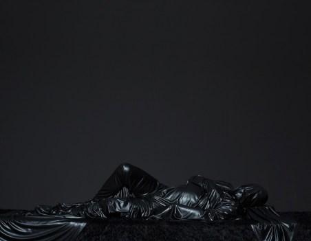 Mustafa Sabbagh, Onore al nero, 2014, stampa Lambda su Dibond, 160x125 cm Courtesy Traffic Gallery, Bergamo