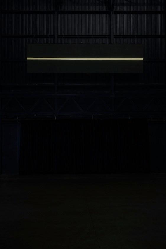 Miroslaw Balka, Holding the Horizon, 2016, veduta dell'installazione, Pirelli HangarBicocca, Milano, 2017 Courtesy dell'artista e Pirelli HangarBicocca, Milano Foto © Attilio Maranzano