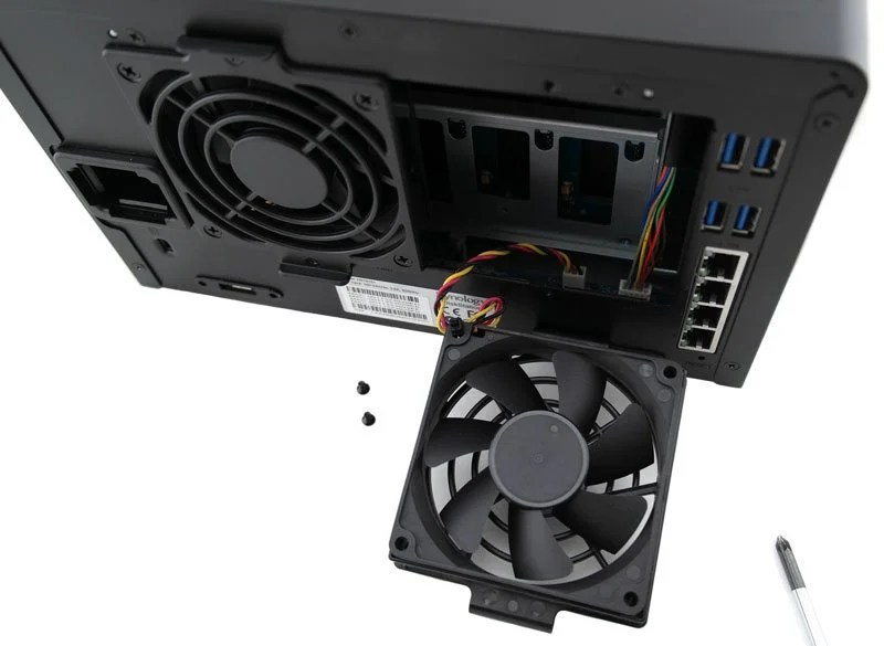 Synology_DS1515p-Photo-Fan_mount