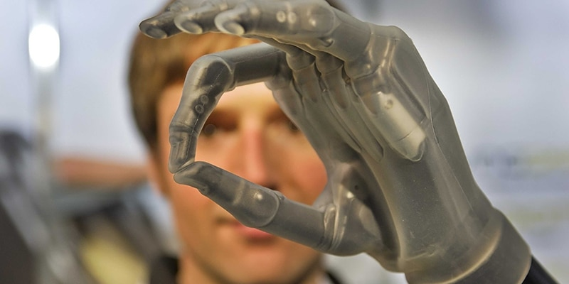 bionic-man-says-we-could-all-want-artificial-limbs-in-the-future