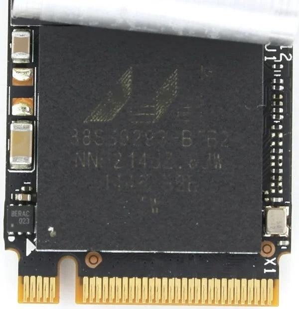 HyperX_Predator_PCIe-Photo-controller-closeup