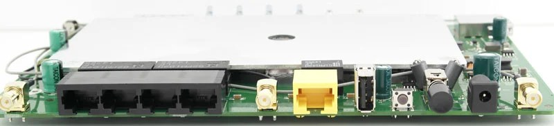 D-Link_DIR855l-Photo-inside-mb-side-2
