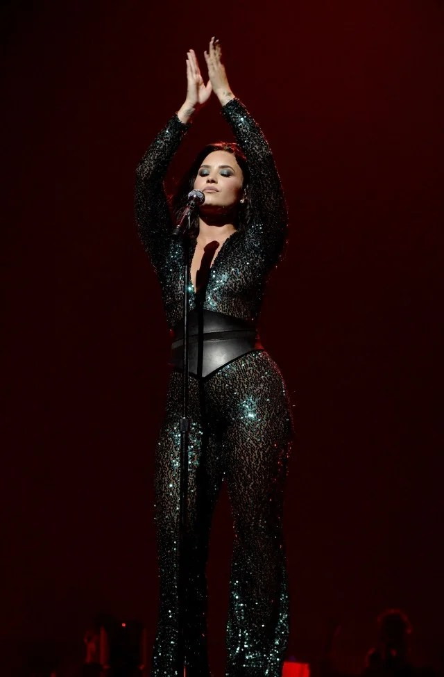 One Piece Iphone 7 Wallpaper Demi Lovato Shows Off Bikini Bod After Rocking Sexy Looks