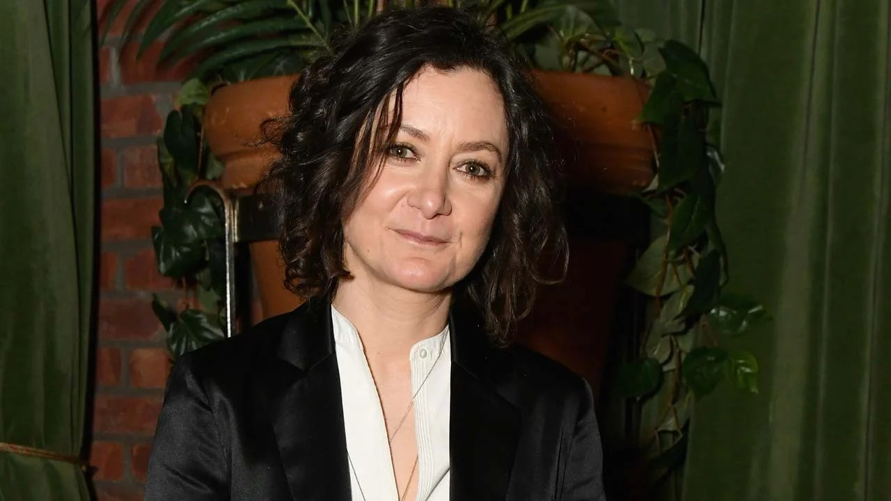Sara Gilbert Is 'So Excited' for 'Roseanne' Spinoff 'The Conners' | Entertainment Tonight