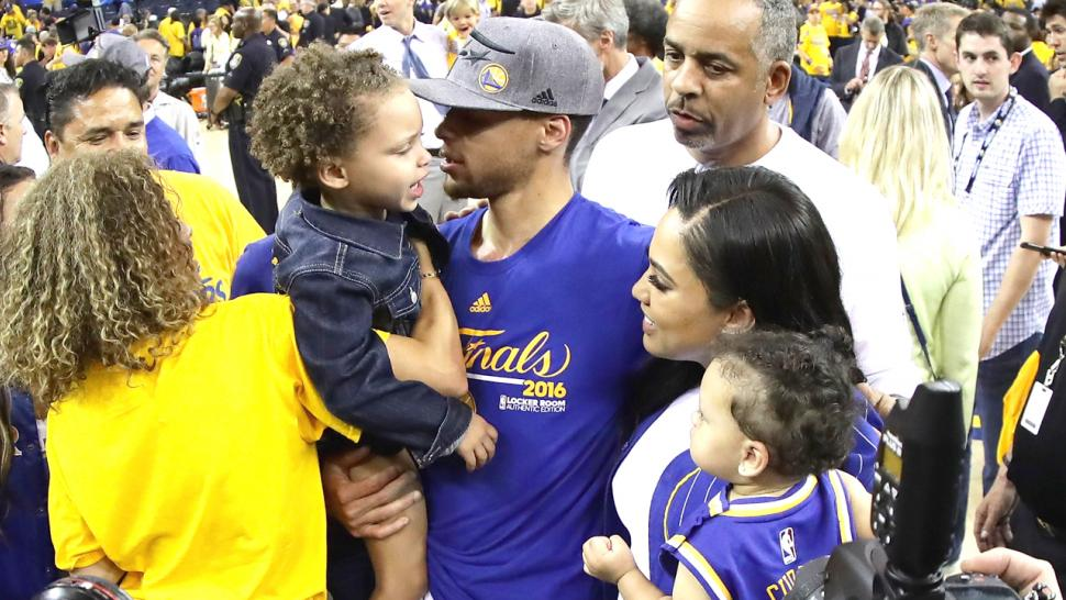 stephen curry and ayesha curry instagram news trending right