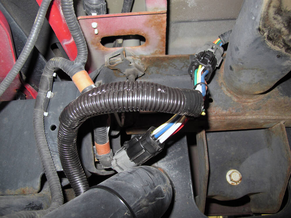Tow Package Vehicle Wiring Harness with 7-Way Trailer Connector