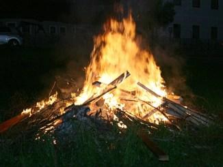 Sonnwendfeuer in Etzen