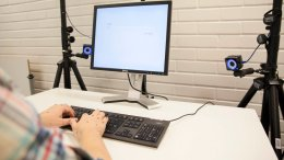High-speed cameras track the exact position of the hands and fingers while typing. Eye-tracking glasses reveal the eye movements between the screen and keyboard. Photo: Aalto University, Mikko Raskinen