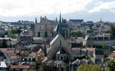 Le terme pictavien est souvent utilisé pour désigner les habitants de Poitiers. Dans plusieurs documents que j'ai pu consulter il semble que le gentilé officiel soit poitevin et que pictavien ne soit qu'une réminiscence du temps passé. Pourriez-vous me préciser la différence entre ces deux termes ? Merci.