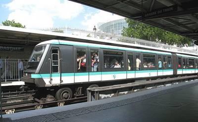 D'où viennent les petits bruits entendus à la station Bastille ?