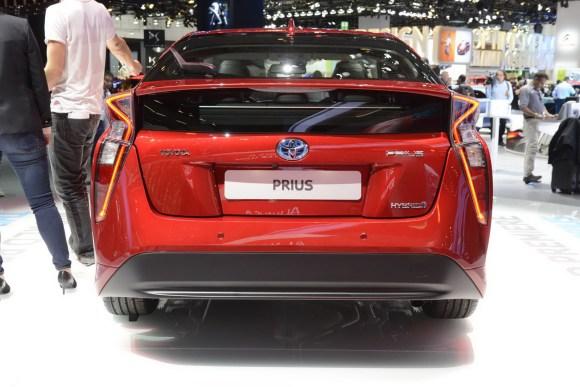 Toyota-Prius-12