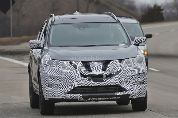 2017-nissan-rogue-spied-with-cosmetic-updates_1