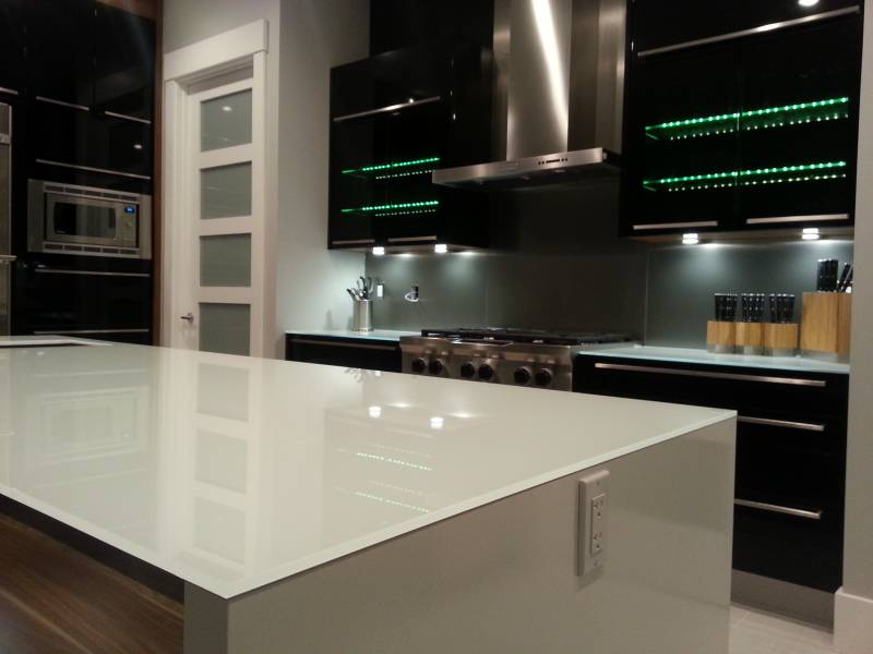 Cameron Heights - Glass Countertop