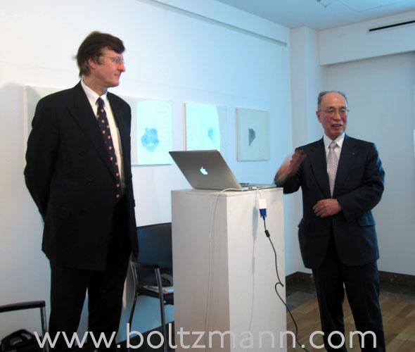 Gerhard Fasol (left), em. President of Tokyo Institute of Technology, Professor Kenichi Iga (right)