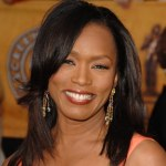 angela-bassett-side-hg-de