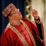 Minister Louis Farrakhan speaks to Nation of Islam followers at Mosque Maryam November 20, 2008 in Chicago, Illinois. During his address Farrakhan praised President-elect Barack Obama and said his election would create a new beginning for race relations in America.