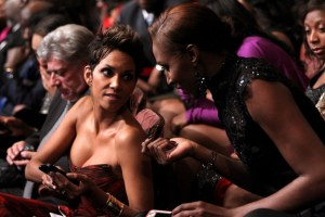 Halle Berry speaks with fellow honoree Lisa Leslie