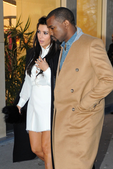 Pregnant Kim Kardashian and boyfriend Kanye West go for a romantic stroll in Paris