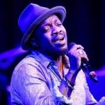 anthony hamilton (with mic)