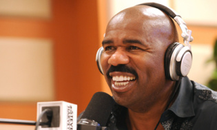 steve-harvey-headphones