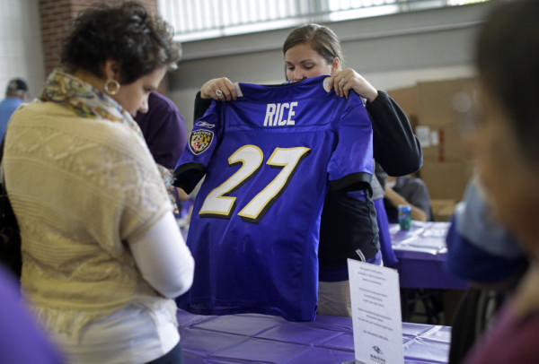Ray Rice Jersey Trade In Draws More than 7,000 Ravens Fans