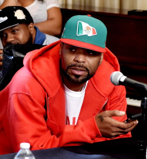 Rapper Method Man of the Wu-Tang Clan poses at a press conference to announce they have signed with Warner Bros. Records at Warner Bros. Records on October 2, 2014 in Burbank, California