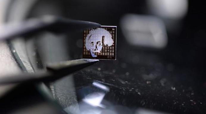 einstein_microchip