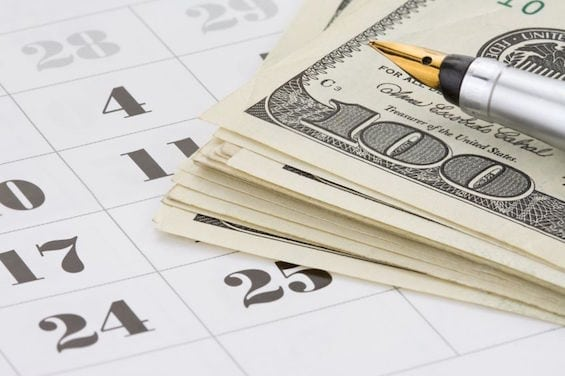 14762167 - ink pen and dollar money on calendar background