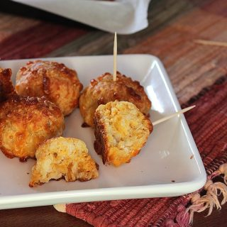 Move over sausage balls, we have a new favorite in town, and it's Spicy Chicken Cheeseballs!   EverydayMadeFresh.com