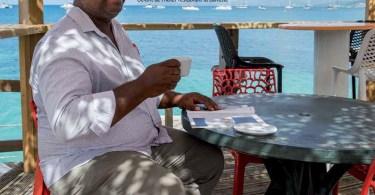 Gérald Kambona Gérant de l'hôtel-restaurant la Dunette