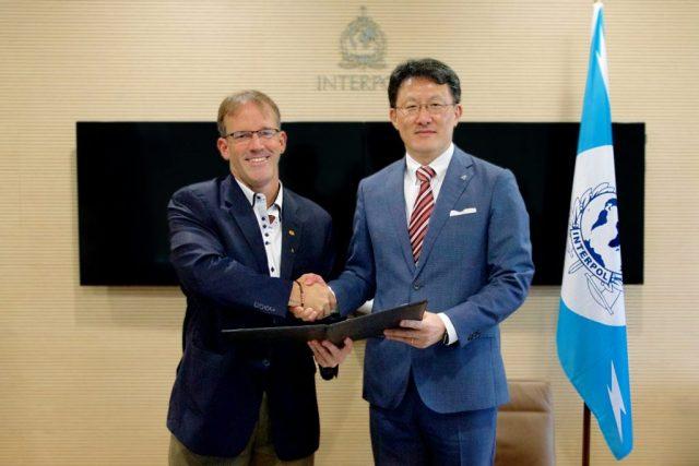 Cisco John N. Stewart & INTERPOL Noboru Nakatani at Agreement Signing [Resize]